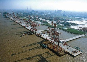 China-Turning-Major-Shipping-Hubs-into-Emission-Control-Areas
